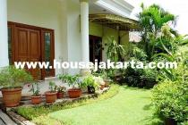 Rumah siap pakai Jalan Maluku Menteng Dijual Murah tanah Kotak