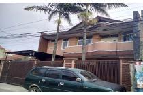 Rumah LUX+FURNITUR di belakang pusat bisnis Kopo Kencana Bandung