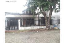 Rumah STRATEGIS Bangunan Lama di Manyar Kertoadi