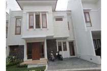 Rumah Bagus dalam Town House di Cilandak