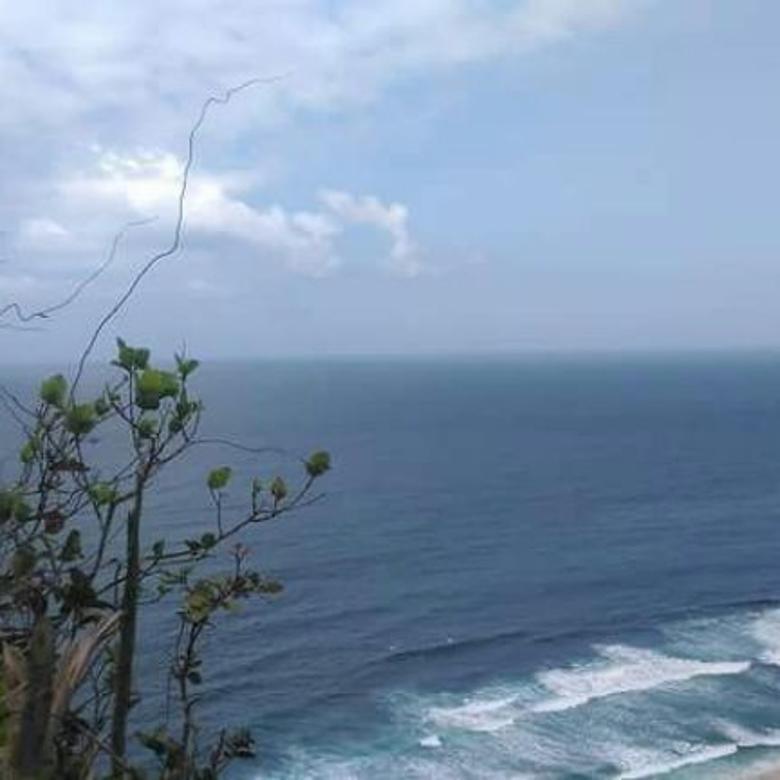 Tanah cliff front tebing batu nunggalan beach pecatu jimbaran uluwatu