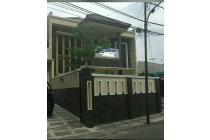 Rumah baru bagus siap huni + kolam renang di Jl Siaga.