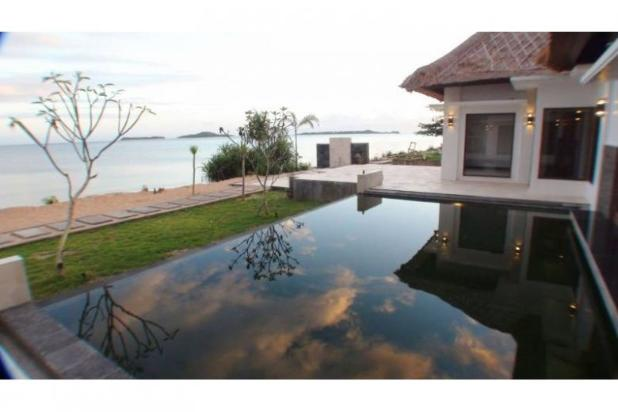 beachfront villa in sekotong