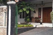 Rumah di lebak Bulus, 3 KT, Terawat, Lokasi Strategis, SHM, LT 300 m2